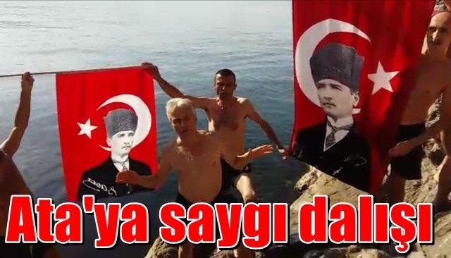 Denizden Atatürk posteri çıkarttılar