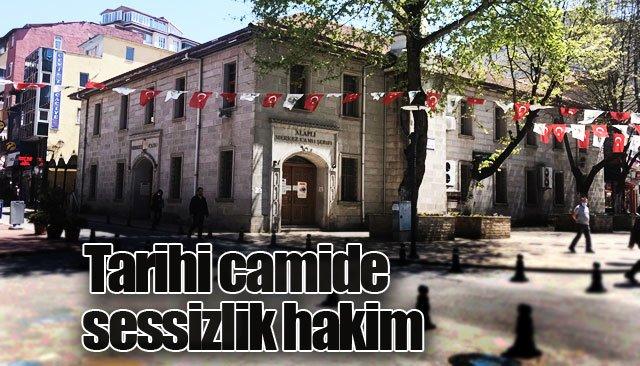 220 yıllık tarihi camide sessizlik hakim