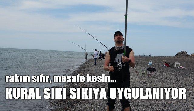 Amatör balıkçılar sosyal mesafeli balık tuttu