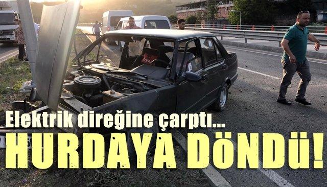 Otomobil elektrik direğine çarptı.. HURDAYA DÖNDÜ
