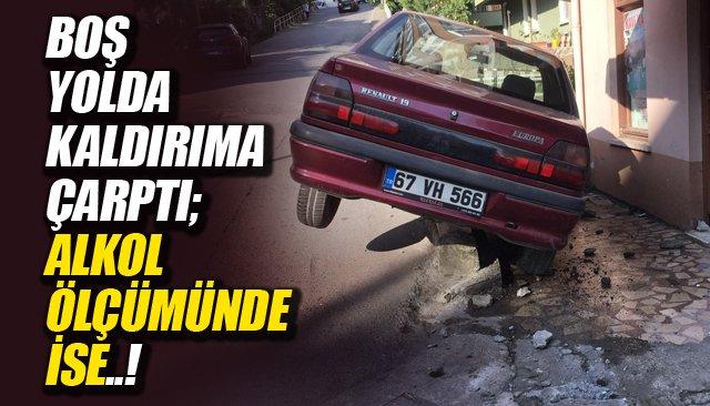 BOŞ YOLDA KALDIRIMA ÇARPTI; ALKOL ÖLÇÜMÜNDE İSE..!