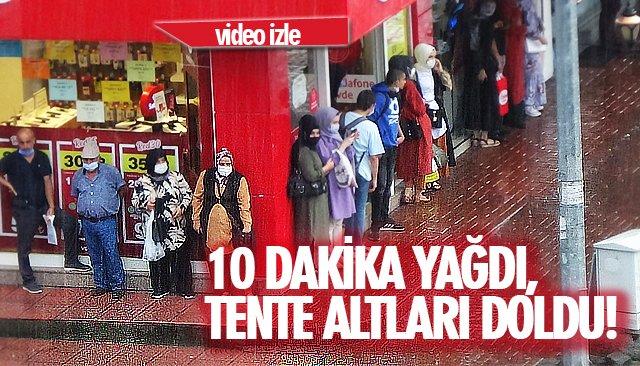 10 DAKİKA YAĞDI, TENTE ALTLARI DOLDU!