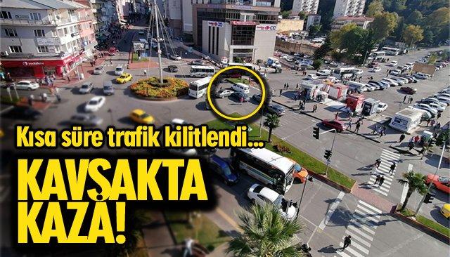 KAVŞAKTA KAZA; TRAFİK FELÇ!
