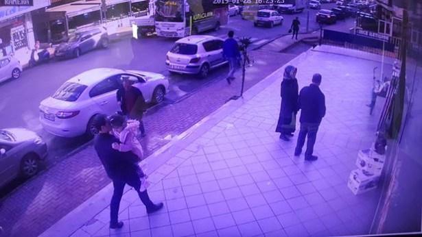Kızını kaçırırken, güvenlik görevlisini arabada sürükledi…