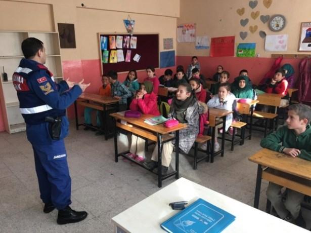 Jandarma, öğrencileri bilgilendirdiler…