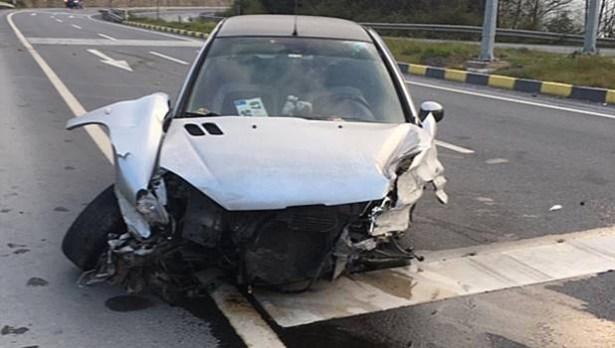 Hurdaya dönen araçta iki kişi yaralandı