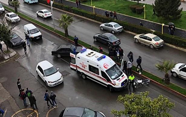 Motosiklet ile otomobil çarpıştı… Yaralılar var…