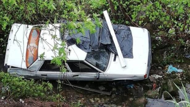 Dereye uçan otomobilin sürücüsü yaralandı