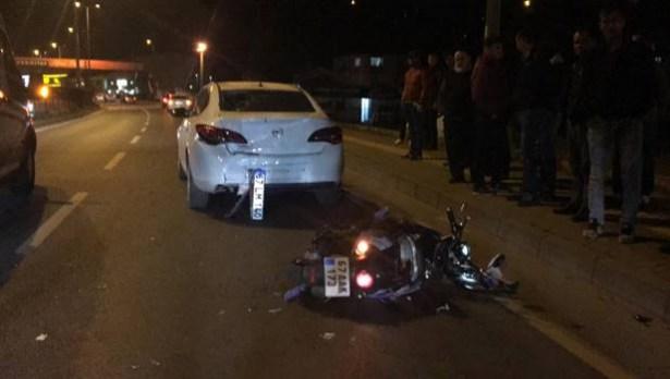 Geri geldi gelen otomobil motosiklete çarptı