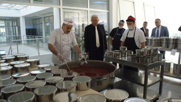 Ereğli Belediyesi´nden 280 aileye sıcak yemek