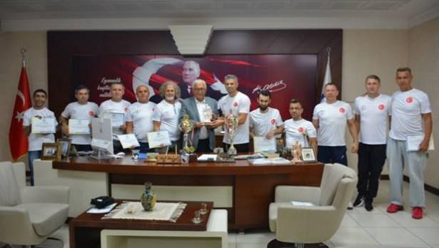 Posbıyık, Paravolley takımını kutladı