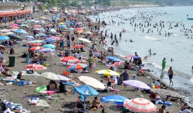Ereğlililer plaja akın etti