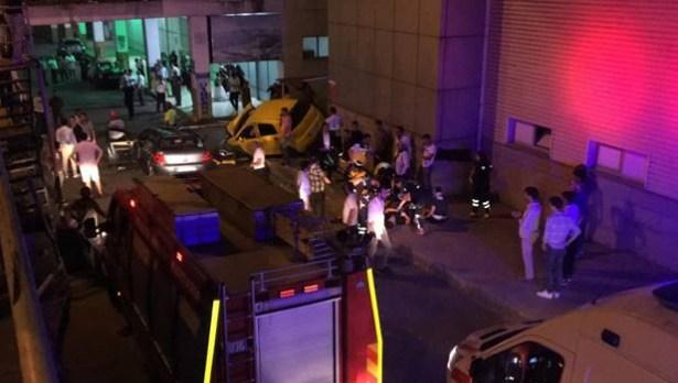 Otomobil başka bir aracın üzerine düştü: 2 yaralı