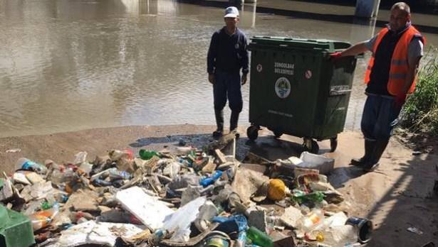 Bariyer 1 günde 1 konteyner çöp biriktirdi